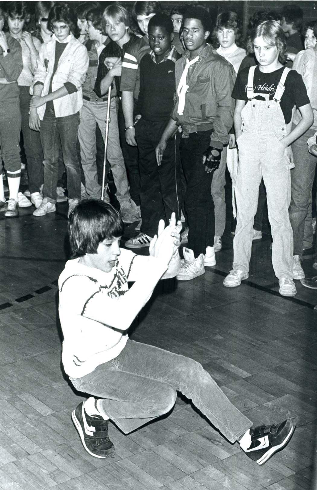 Break Dancing Kid In The 80 S I Like The Look Of White Boy Can Dance In The Background Break Dance Dance Hip Hop Culture