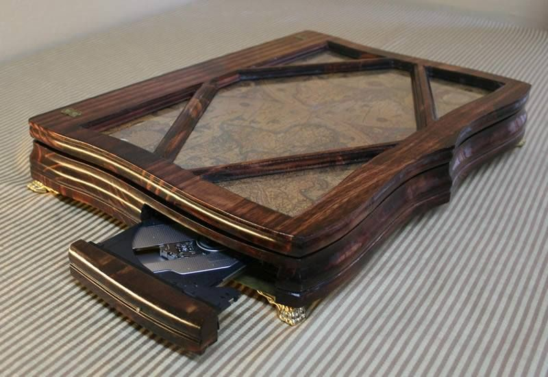 A wooden Retro Mod Laptop computer with Detail enough to call it artistic or just plain Art.