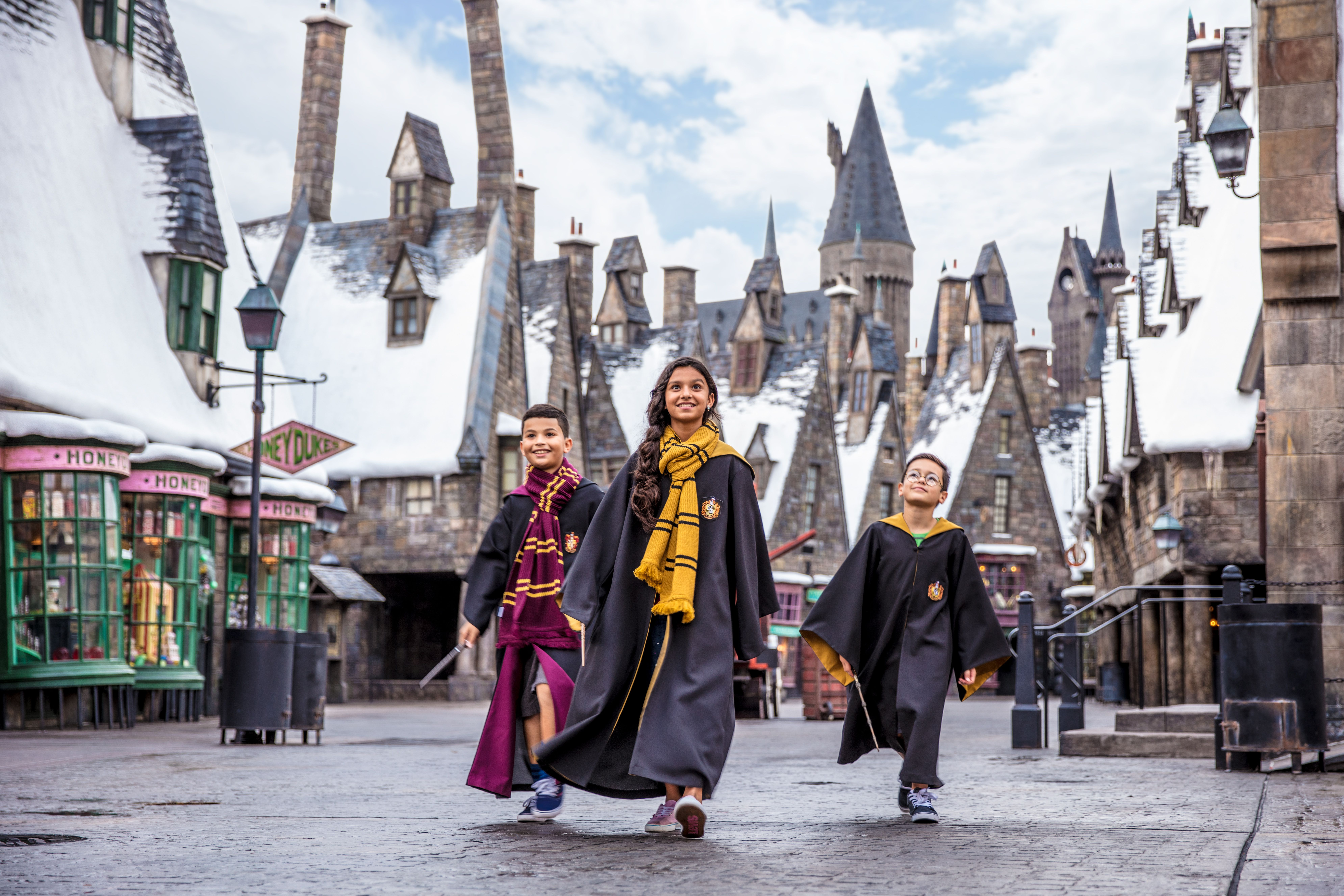 The Must Read Guide To The Wizarding World Of Harry Potter At Universal Orlando Resor Harry Potter Universal Studios Universal Orlando Resort Universal Orlando