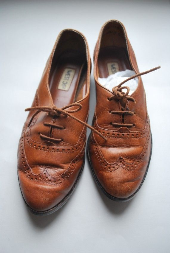 610926764b40f Perfectly Stylin vintage honey brown wingtip oxfords .leather lace ...