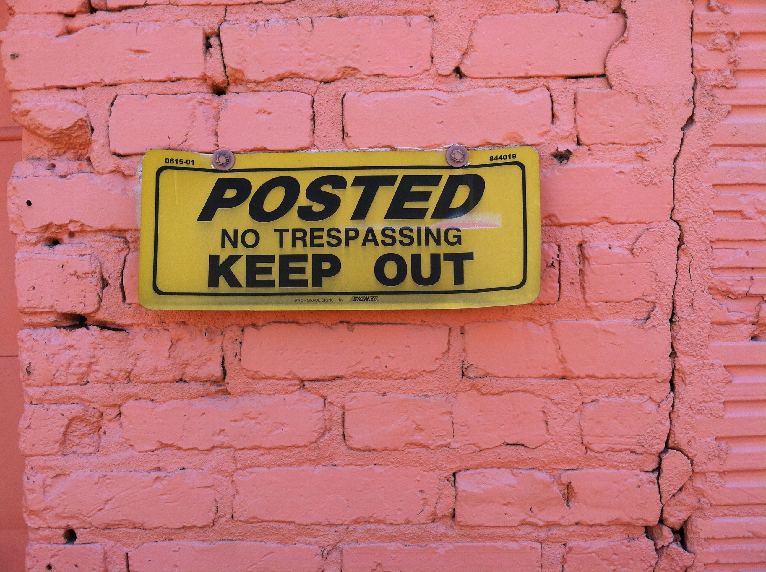 Graffiti wall atlanta -  Posted Keep Out Sign On Pink Wall Along The Atlanta Beltline