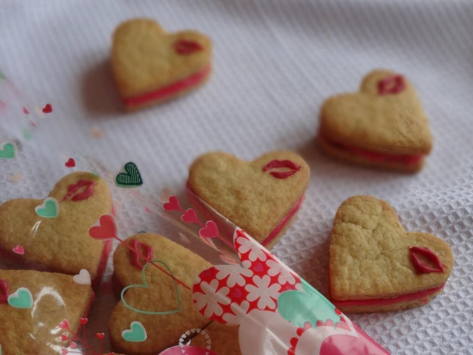 "@Doolice: ""Kiss Me"" biscuit (Rose water, Raspberry flavor & white chocolate) #saintvalentine"