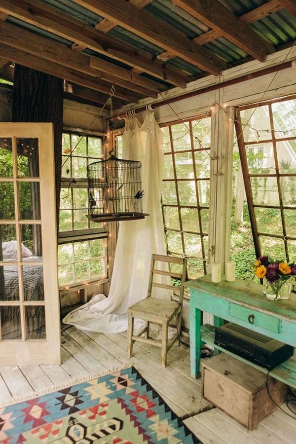 Rustic Tree House Living in Atlanta, Georgia With Exposed Ceiling ...