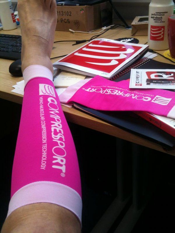 Compressport R2 v2 Compression Calf Guards Pink Race /& Recovery Calf Sleeve