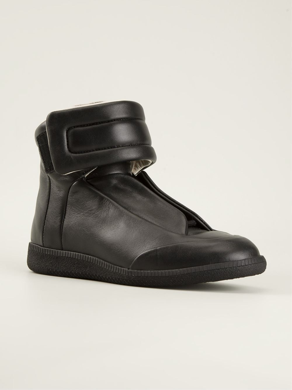 maison-martin-margiela-black-laceless-hi-top-sneakers-product-1-24430836-0-134791548-normal.jpeg (JPEG Image, 1000 × 1334 pixels)
