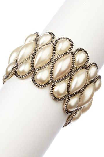 Saachi  Handmade Pearl Bracelet  $22.00  46.00 52% off