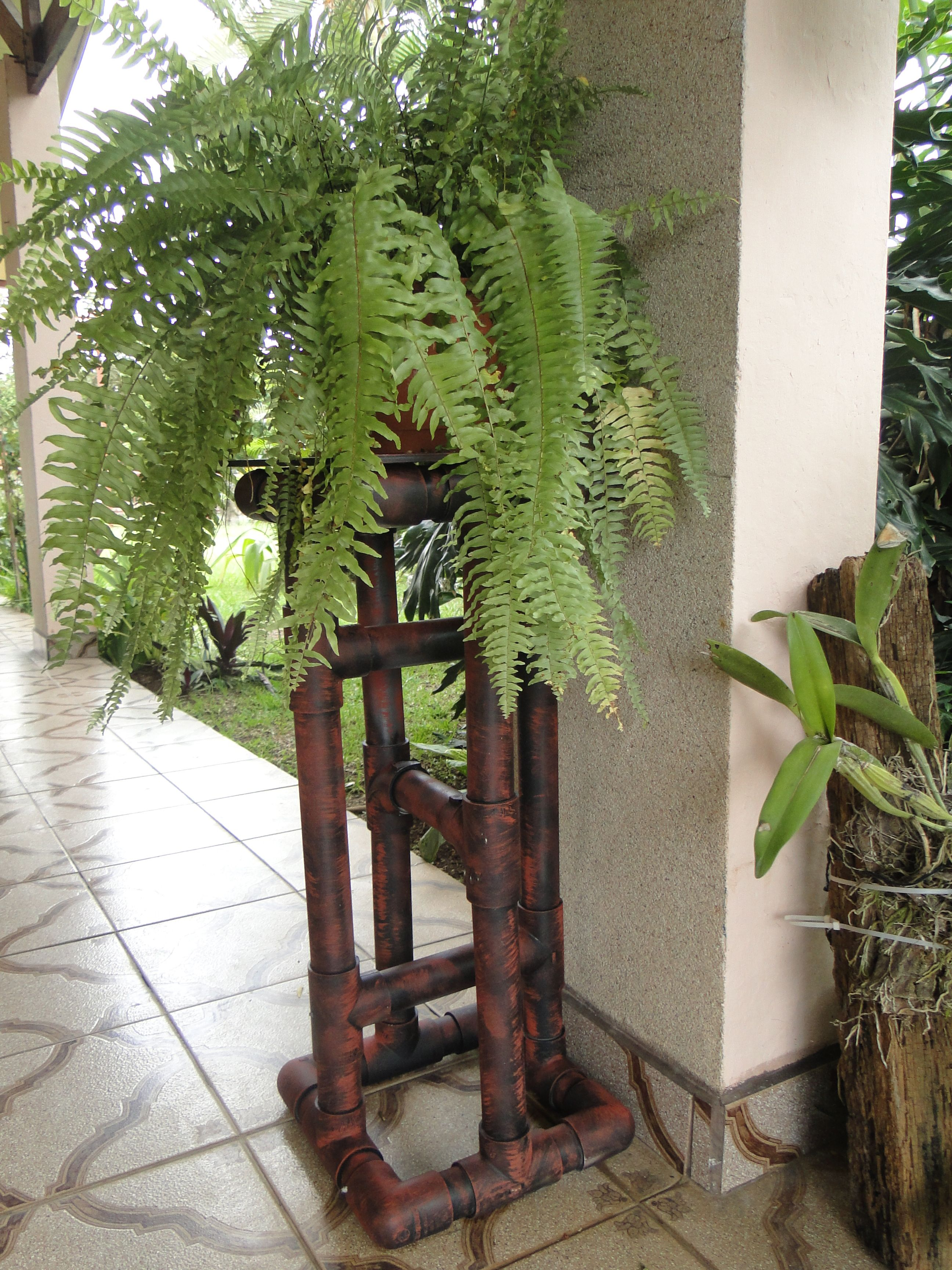 Pedestal de tubo de pvc para elechos macetas - Pedestal para plantas ...