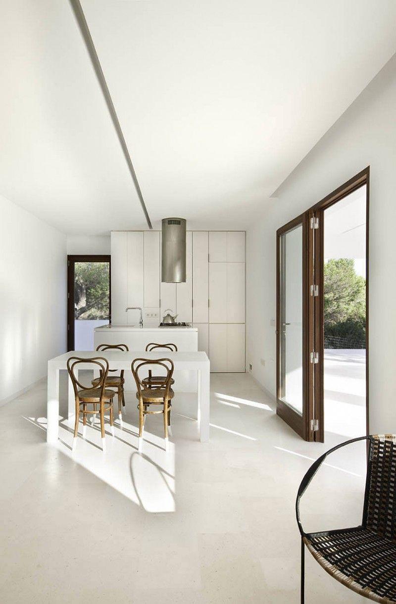 Stunning Contemporary White Home Design Ideas: Minimalist Style Open ...