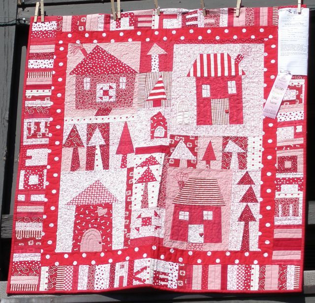 """Around the edge, this quilts says, """"There's No Place Like Home."""""""