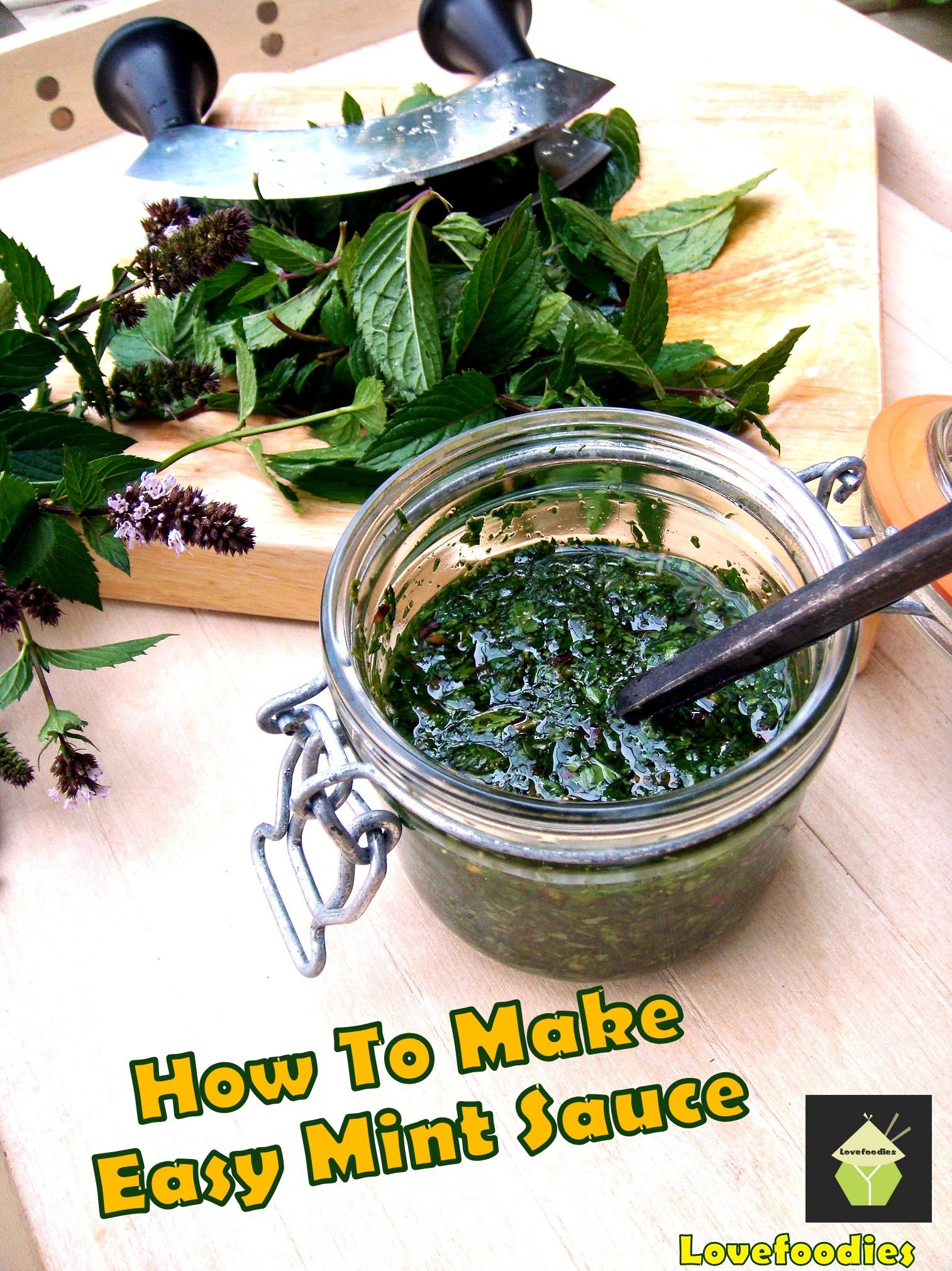 How To Make Easy Mint Sauce.  Simple, homemade recipe, great with a roast dinner or to use as a marinade! #mint #sauce #easyrecipe