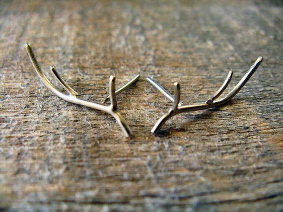 Sterling Silver Antler Earrings van AutumnEquinox op Etsy