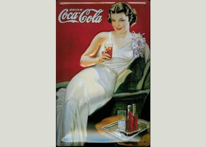 """""""Palpó la botella y al reconocer su inconfundible silueta hizo una mueca de horror.  —Cara, la Coca-Cola no está mal para quitar la sed, ¡pero es pecado mezclar la comida con este brebaje! Di que nos traigan un chianti —decidió alzando el brazo."""" DELICIAS Y SECRETOS EN MANHATTAN"""