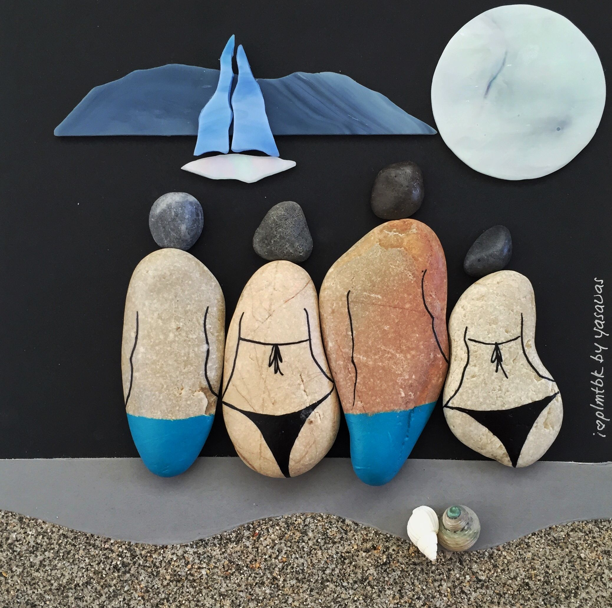Tableau avec des galets peints cailloux pinterest galets galets peints et peindre - Que faire avec des galets de plage ...
