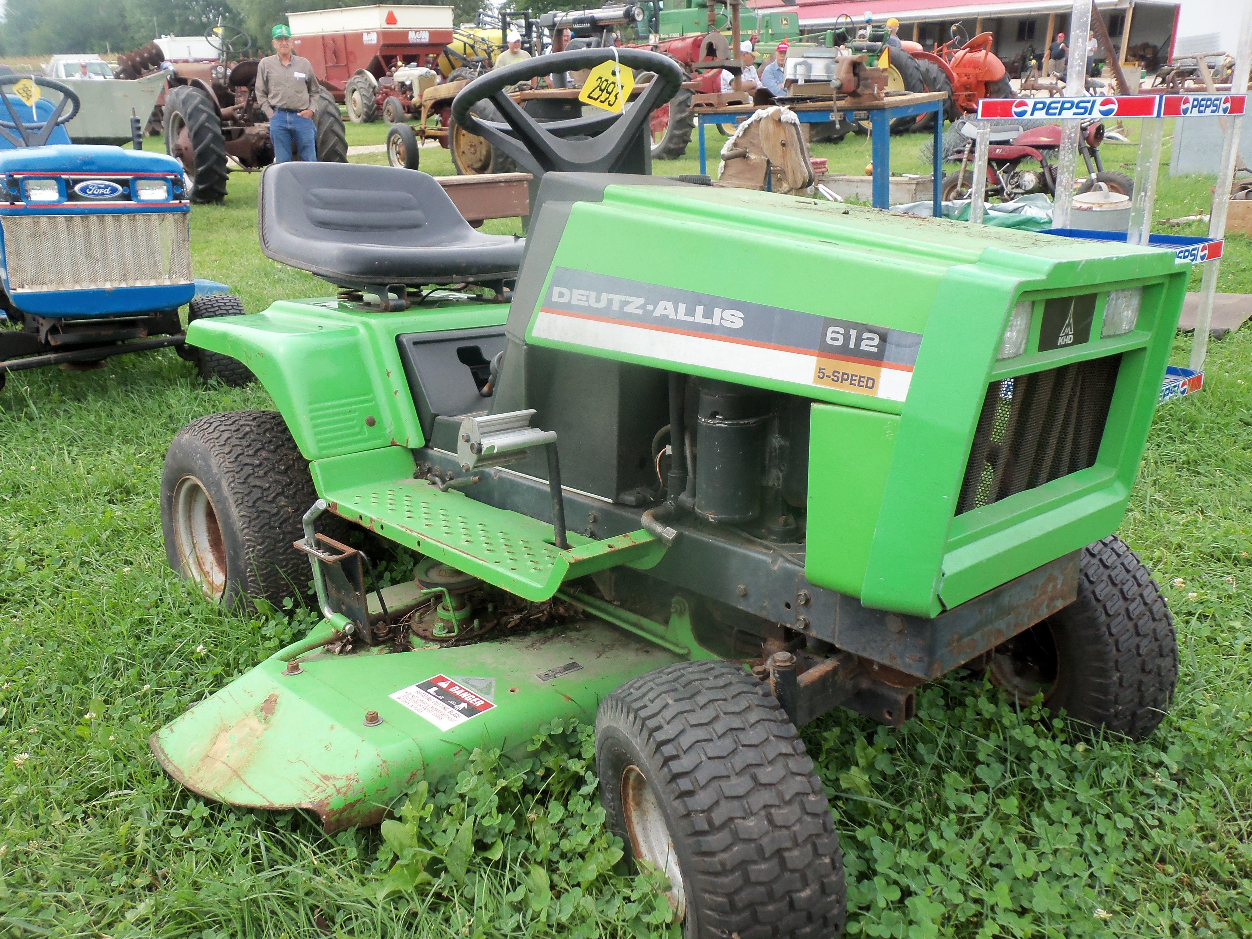 12hp Deutz Allis 612 Lawn Tractor