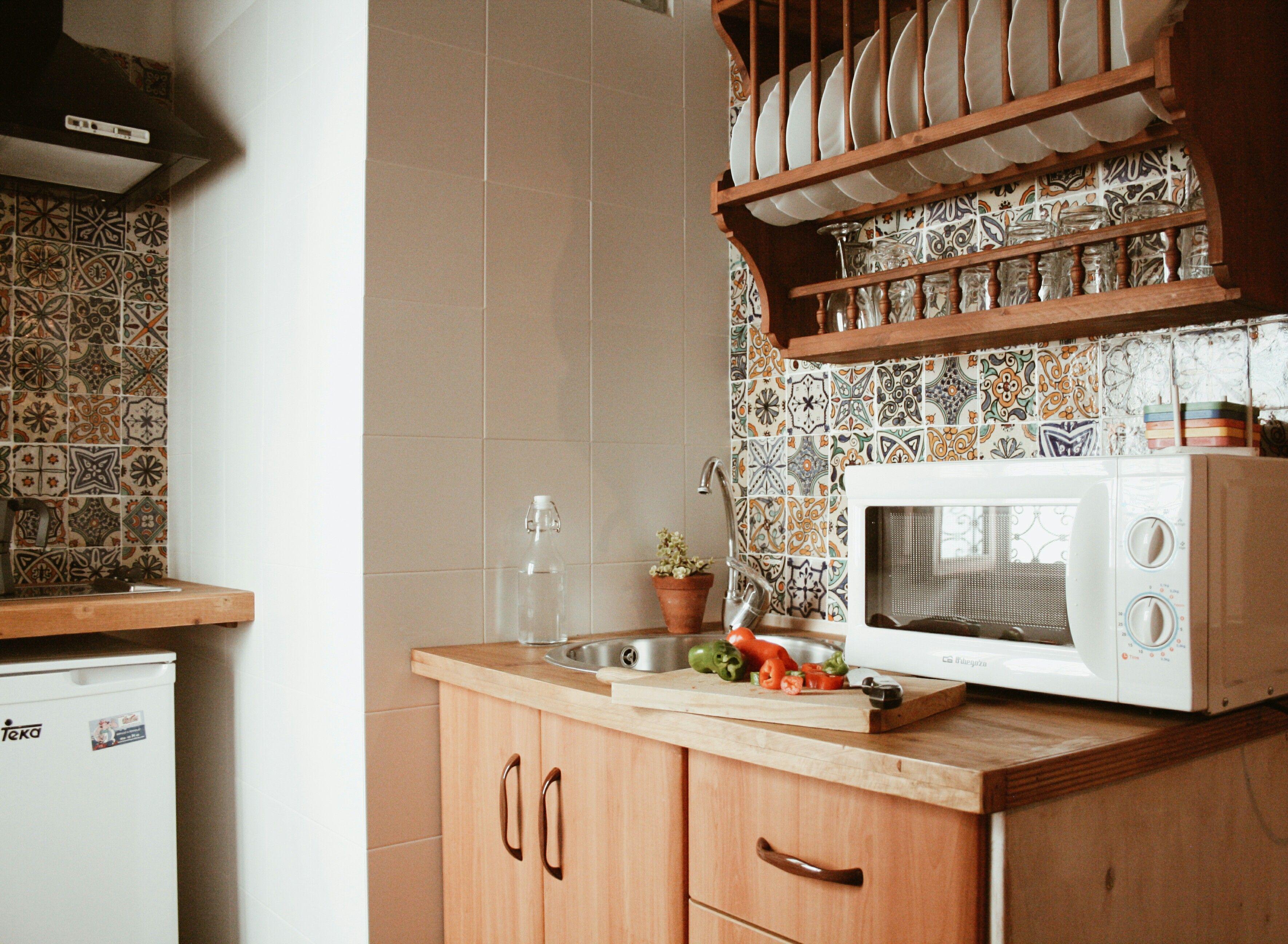 La cocina , aunque parezca pequeña, nos permite elaborar desde un ...