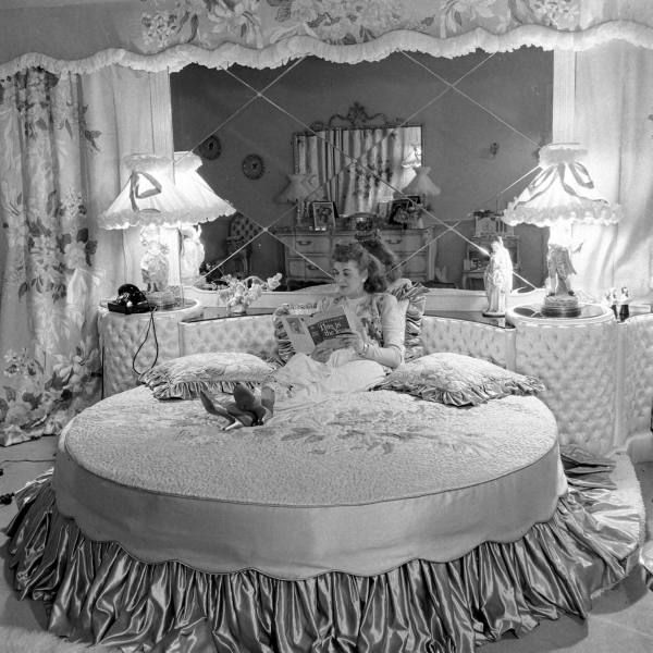 Andrews Sisters Round Bed Date Taken February 1948 Photographer Allan Grant Round Beds Bedroom Vintage Bed