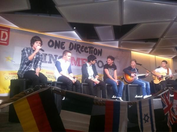 The boys singing Little Things!