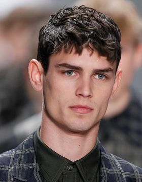 Men S Hairstyles With Fringes Short And Straight Mens Hairstyles Short Pony Hairstyles Haircuts For Men