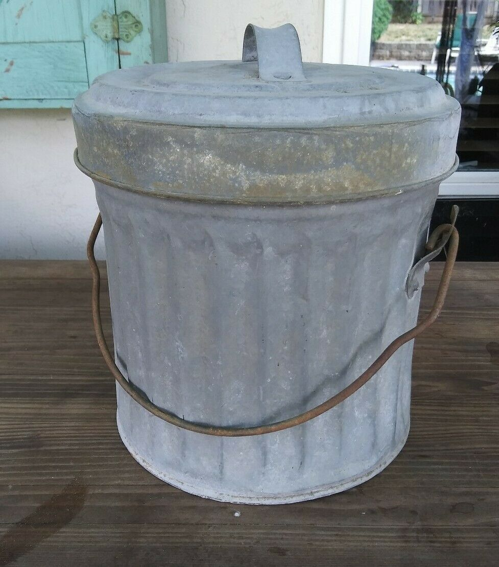 Small Vintage Galvanized Wire Bail Garbage Trash Can With Lid Great Cond 10 Inch In 2020 Outdoor Trash Cans Trash Can Kitchen Trash Cans