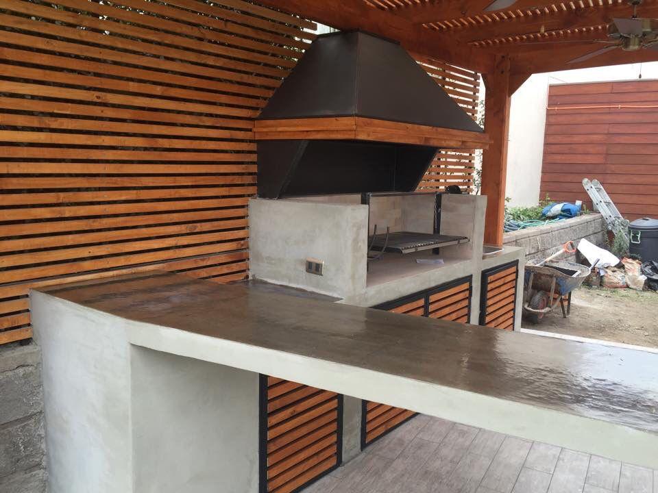 Quincho terminado en hormig n en obra deck trasero de for Modelos de terrazas en madera