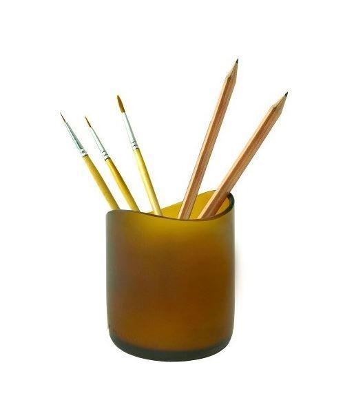 Luce romantica nel vetro sabbiato di bottiglie riciclate, le candele sono in cera di soia. Il contenitore si può riutilizzare poi come portapenne http://www.onfuton.com/portfolio_item/candele-dalla-natura/