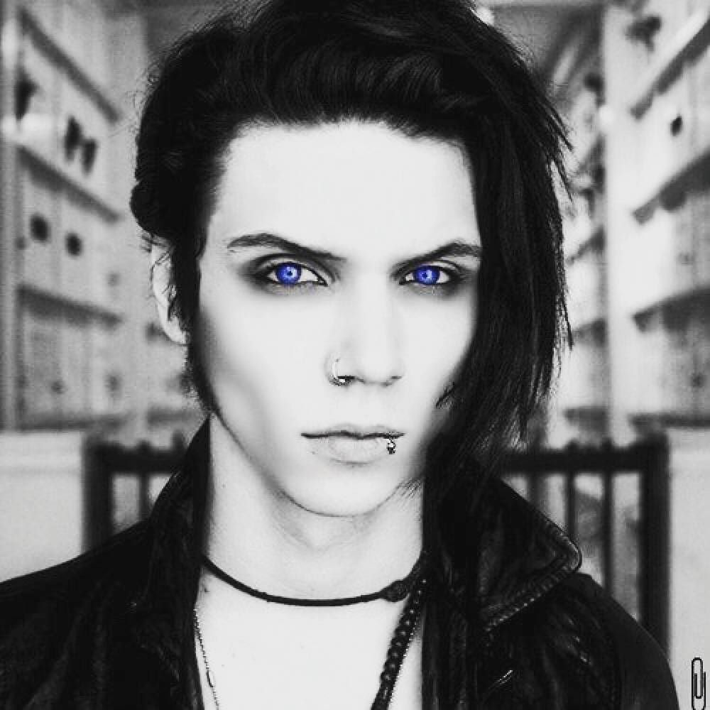 omg i am in love | andy biersack | gothic hairstyles, black