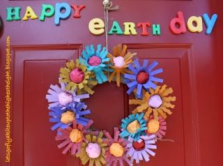 let's go fly a kite: What can you make from cardboard? Whimsical Recycled Paper Flower Wreath