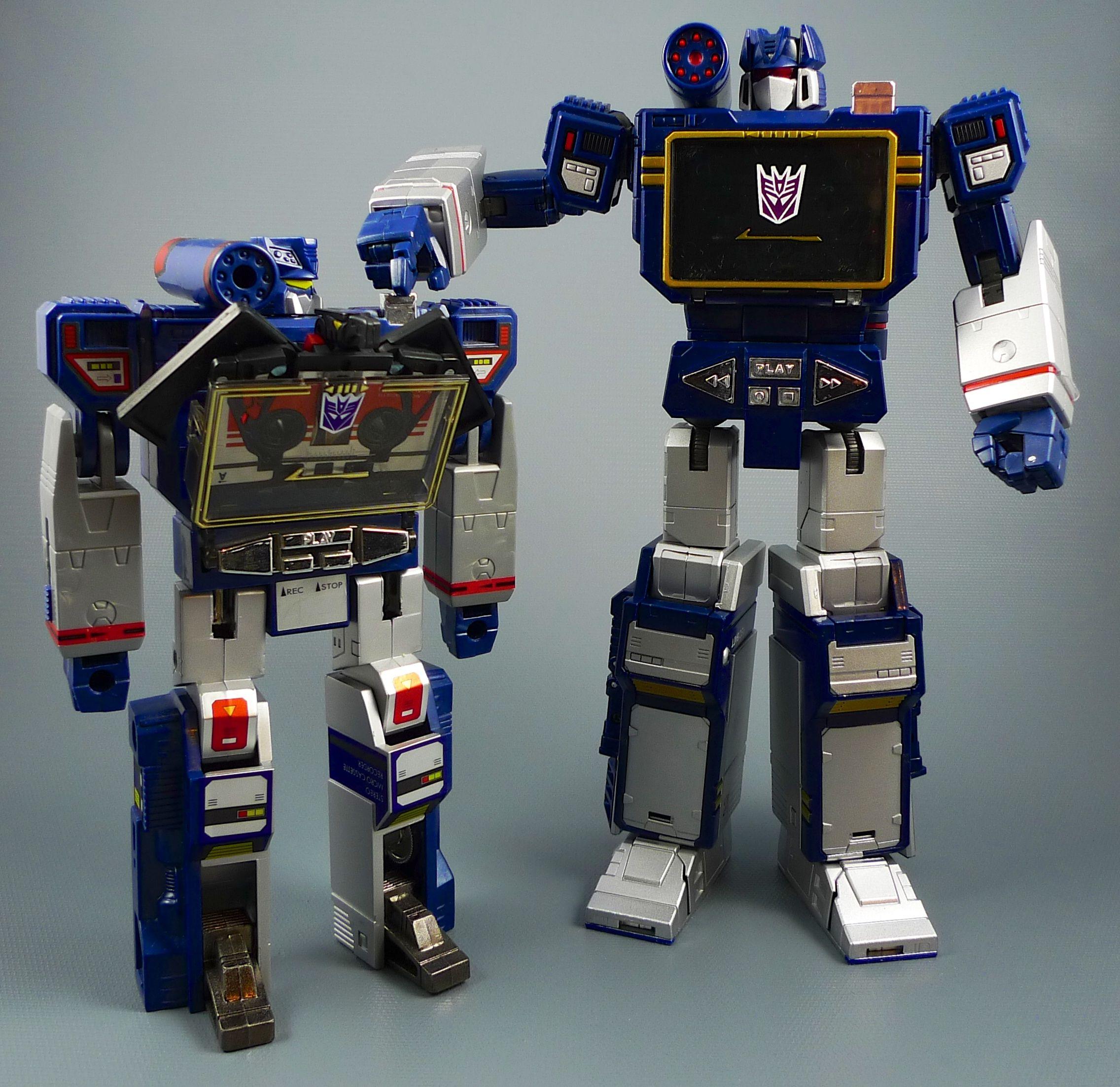 G1 and Masterpiece Soundwave   Transformers: Masterpiece ...