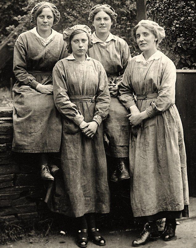 Fascinating Photos Reveal How British Women Stayed Stylish