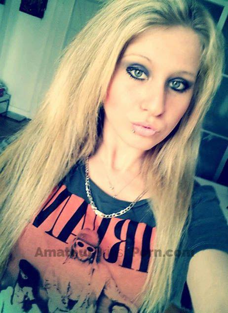 amateur-blonde-teen-fresh-booty-nude