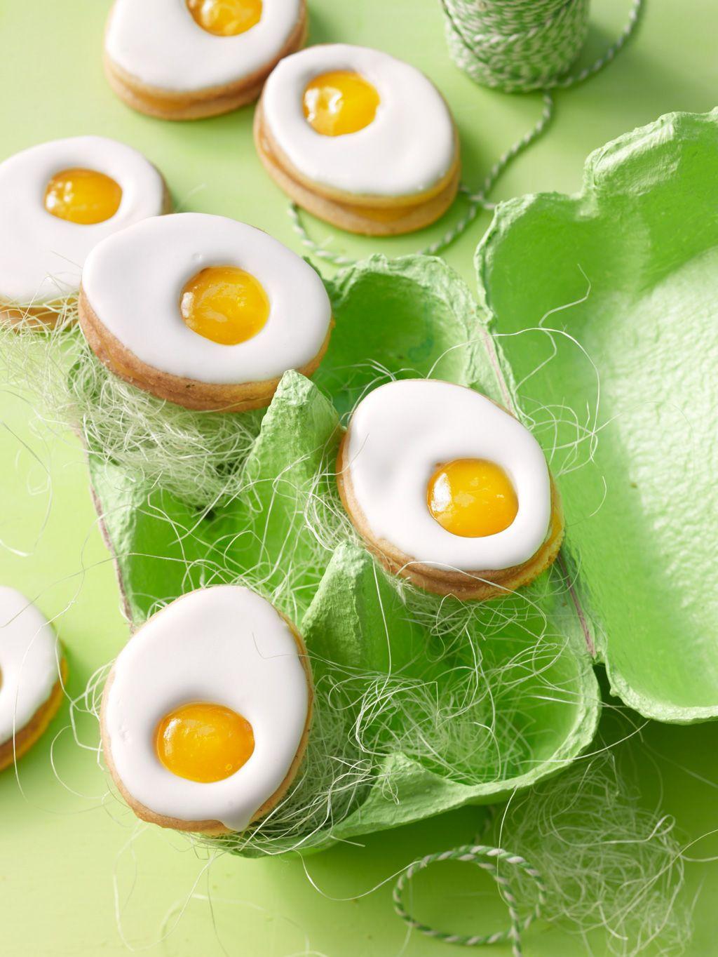 Zitronige Ostereier-Kekse dürfen auf keiner Ostertafel fehlen. Ein Rezept mit Butter, Zucker, Vanille und Lemoncurd von @chefkochde #Ostern #Leckerei #hoppyeaster
