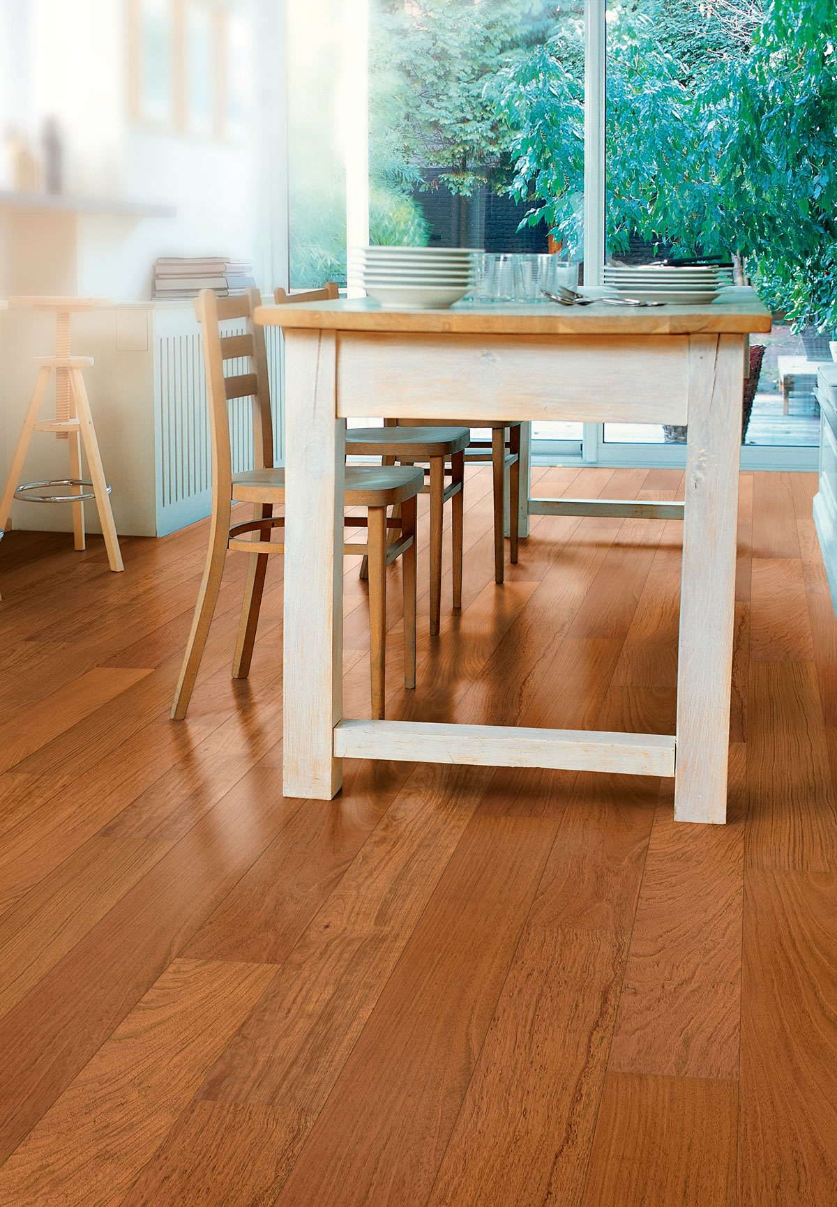 Quickstep Castello Jatoba Satin CAS1358 Engineered Wood Flooring. To assist with installation, each pack contains one split plank, which is a full size board jointed in the middle.