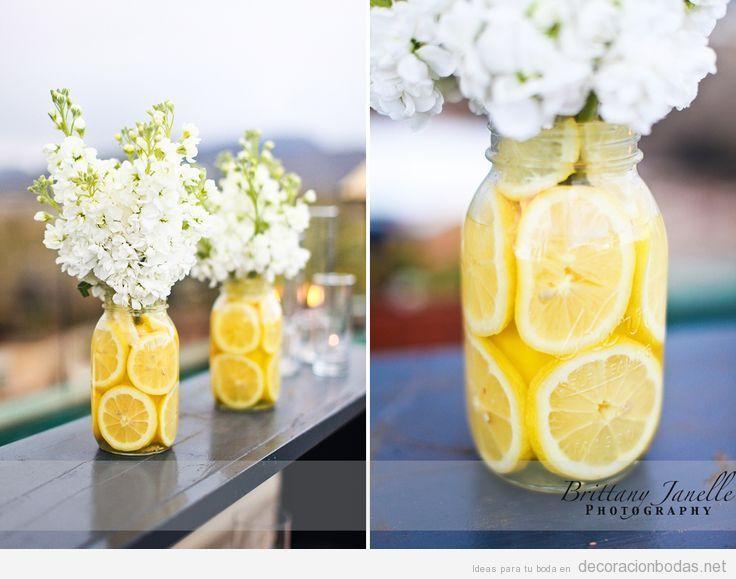 jarrn decorar boda original rodajas de limn con flores blancas