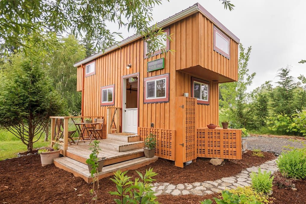 In Bellingham United States Our Residence And Our Tiny House La Picolina Are Close To Bellingham Mt Baker And Vanc Backyard Tiny House Tiny House House