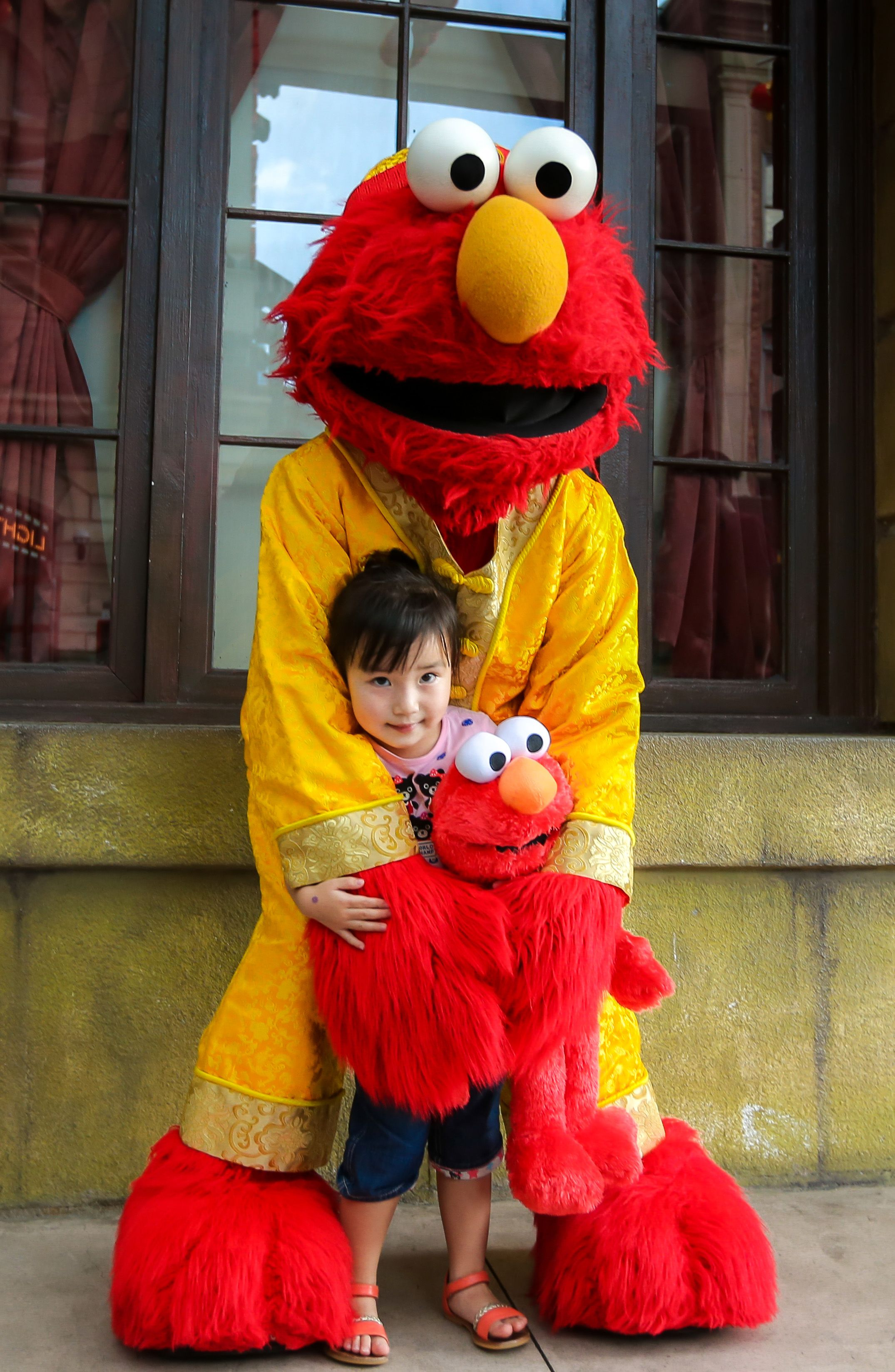 Elmo is ting in on the Chinese New Year festivities too e on