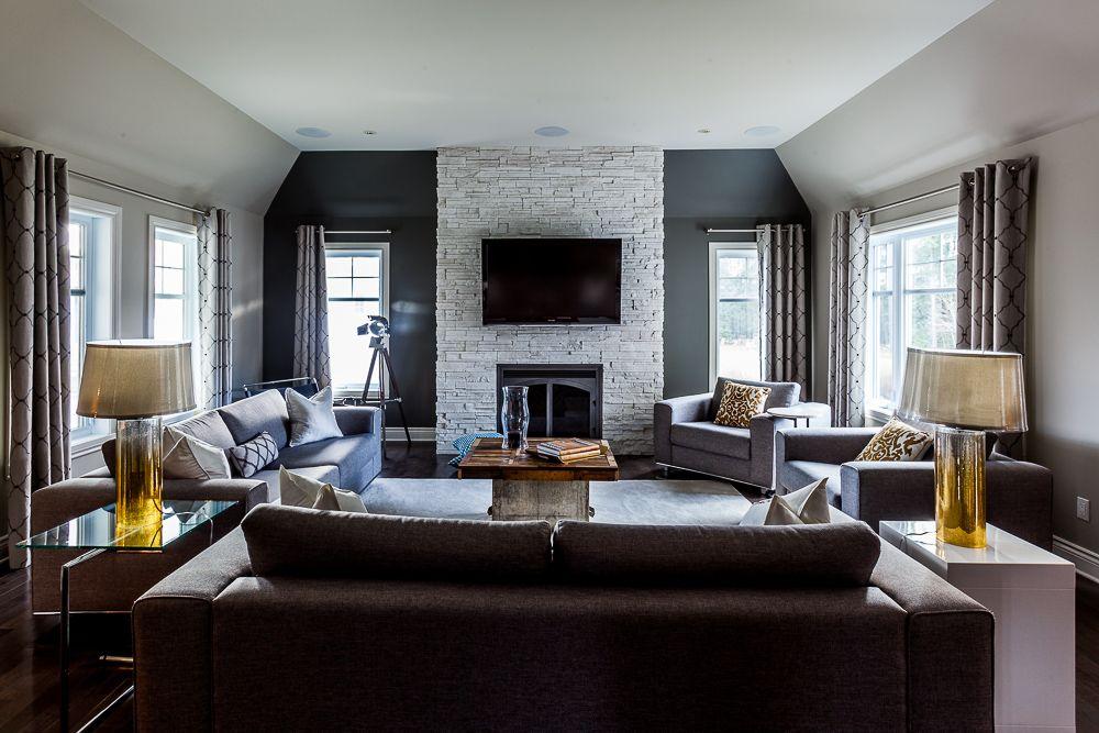C'est incroyable ce que peut faire quelques changement mineurs peut faire pour le look de sa maison. Il est très beau ce salon.