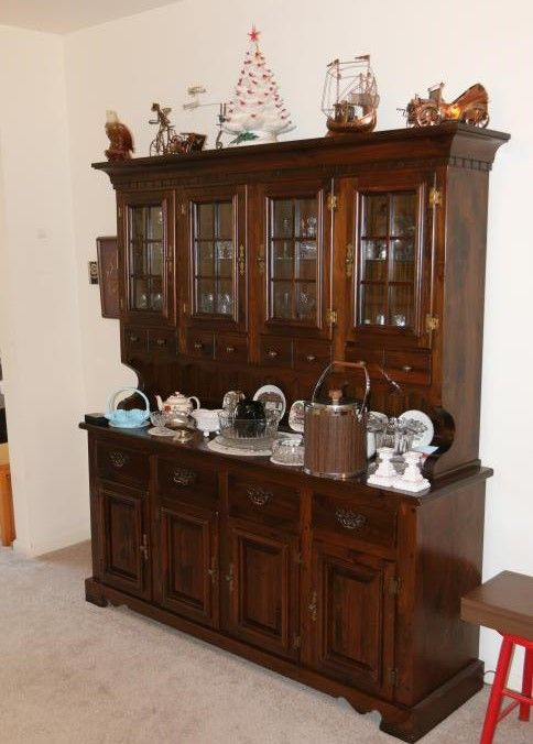 Country Dining Room Table With Four Matching Side Chairs Pine Hutch Doors Over Drawers On Top And Bottom