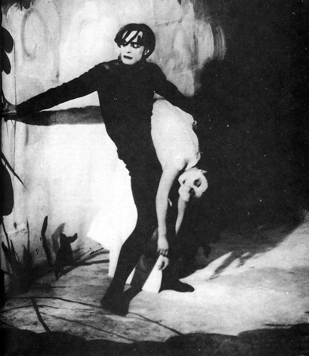 The cabinet of dr caligari 1920 silent german film - The cabinet of dr caligari 1920 full movie ...