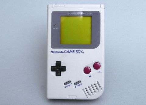 nintendo ゲームボーイ(1989年発売、1万2800円) 写真:山崎功