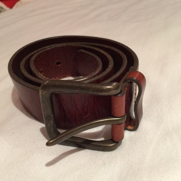 Brown leather belt In good condition. A few scratches as pictured. Size 32 and measures 30-34 in circumference GAP Accessories Belts