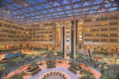 Discover An Elegant Oasis Poised Atop A World Cl Air Terminal Hyatt Regency Orlando International Airport View Of Hotel