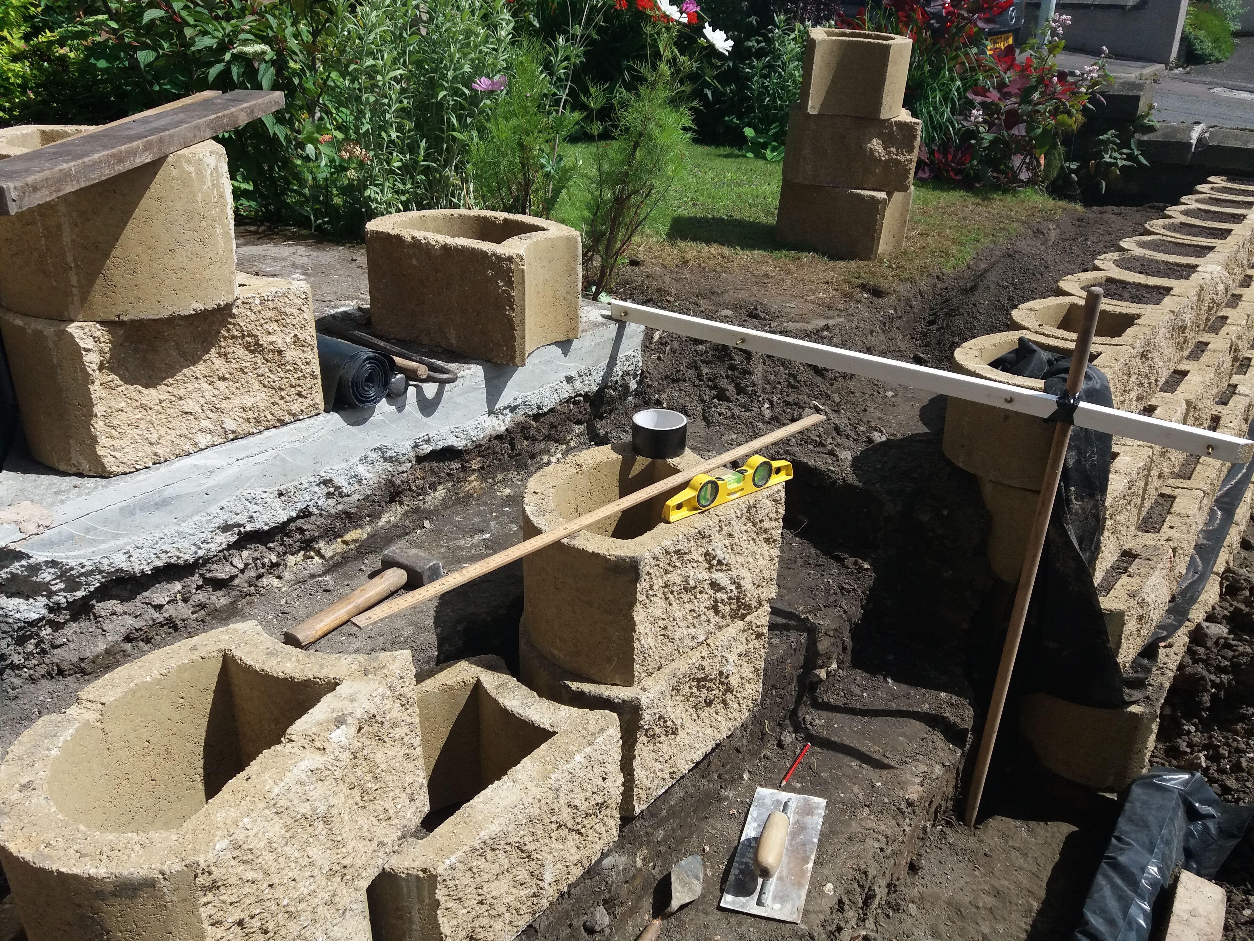 Terraforce Garden And Retaining Wall Block Replaces A Wooden Fence Mur Beton