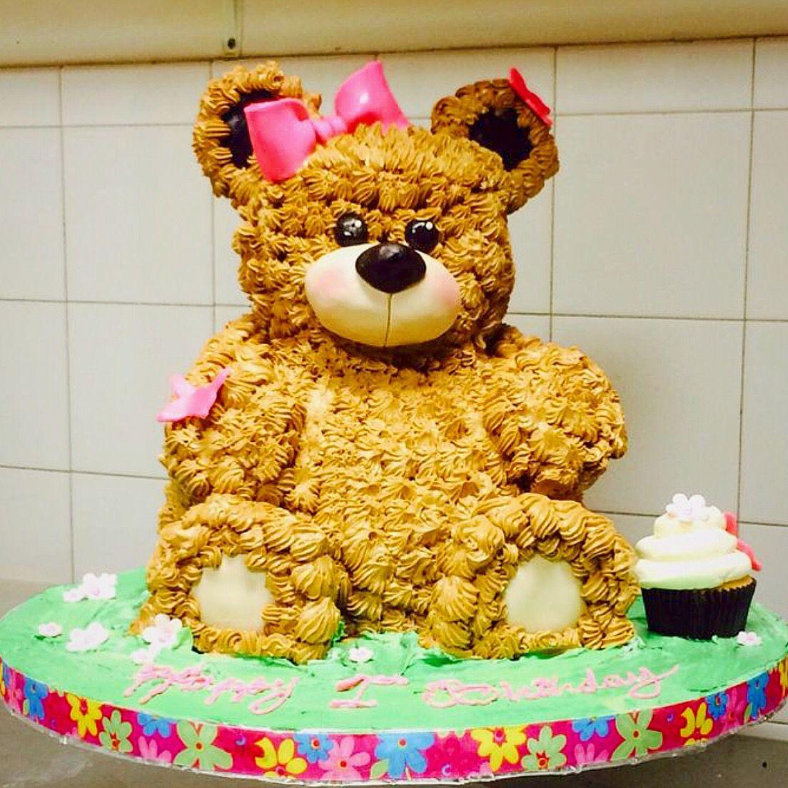 Cute bear cake!! Completely edible 😋! Visit rustikacafe