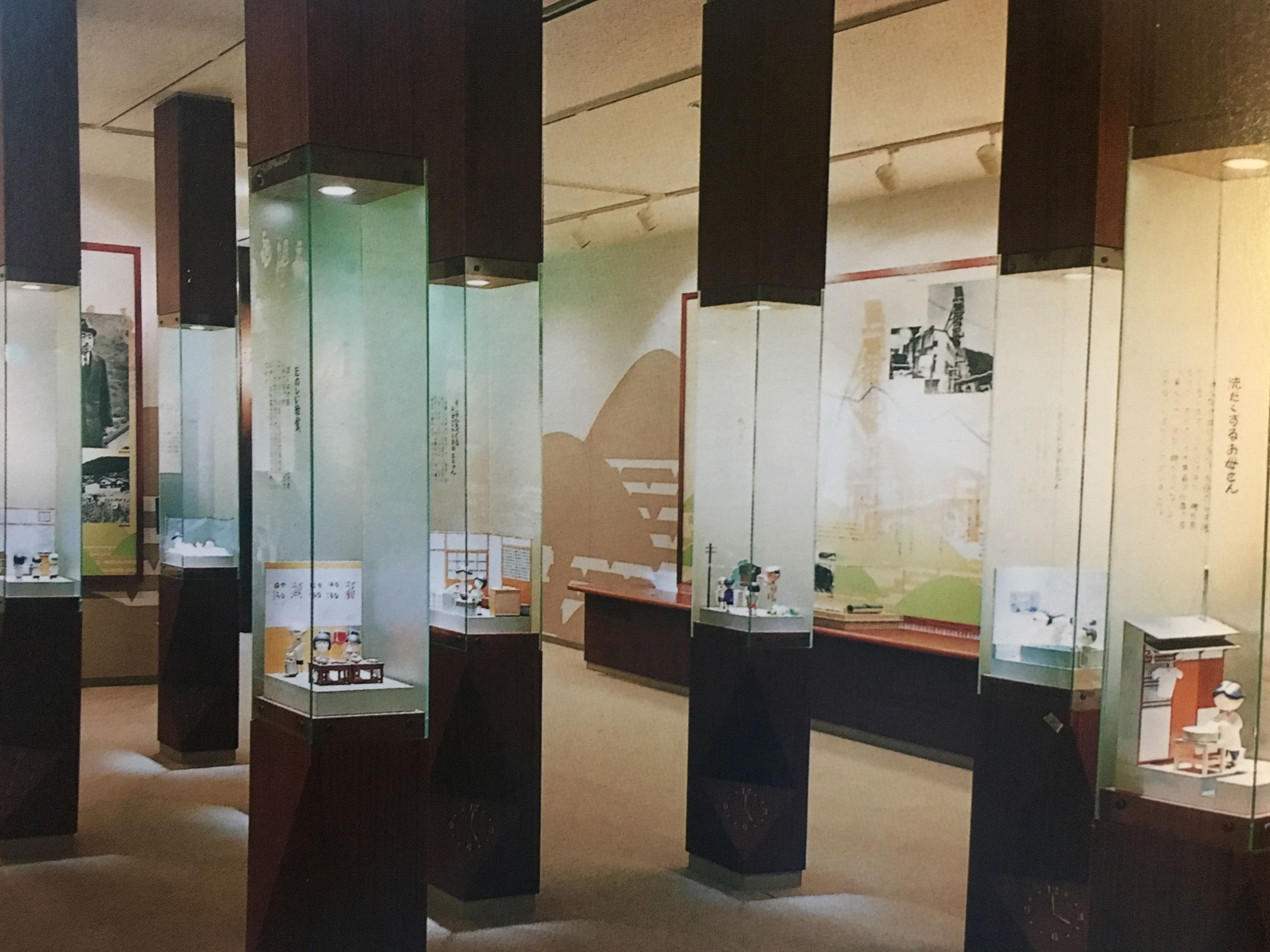 Exhibit Cabinets That Include Glass Cases To Protect Objects
