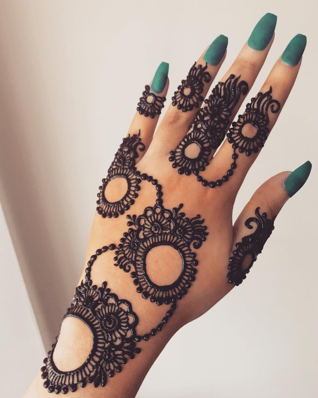 Circle Mehndi Designs By 𝙼𝚊𝚛𝚒𝚊𝚗𝚊 On T