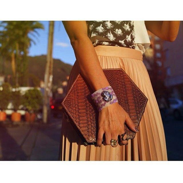 Bolsa y manilla de flor Amazonas, marca colombiana de productos naturales y diferentes.