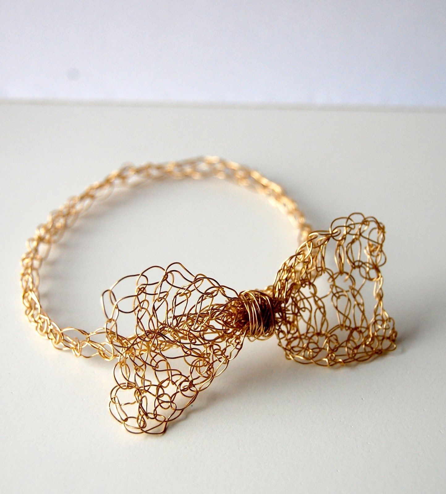 Easy Gold Crochet Bow Bracelet - Tutorial