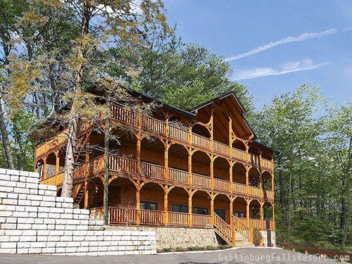 Gatlinburg Cabin The Big Kahuna 9 Bedroom Sleeps 32 Jacuzzi Bunk Beds Jukebox Cabins In Gatlinburg Tn Gatlinburg Cabins Gatlinburg Cabin Rentals