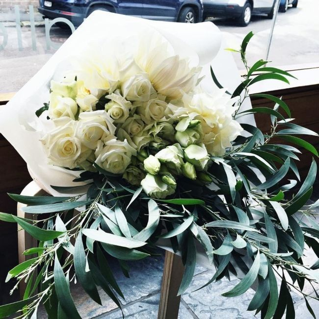 Flowers in winter: what's in season and how to style them - Vogue Living
