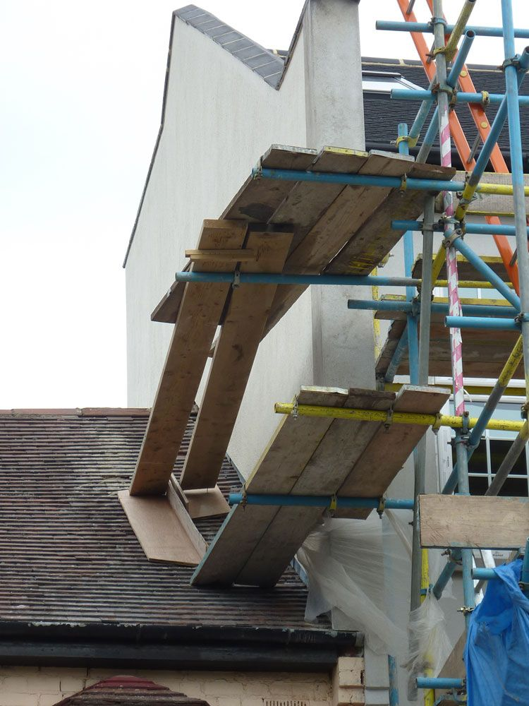 This doesn't look right to me.. roofs scaffolding